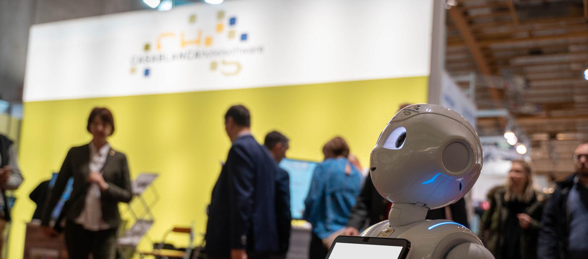 Messe mit Casablanca Hotelsoftware und Roboter